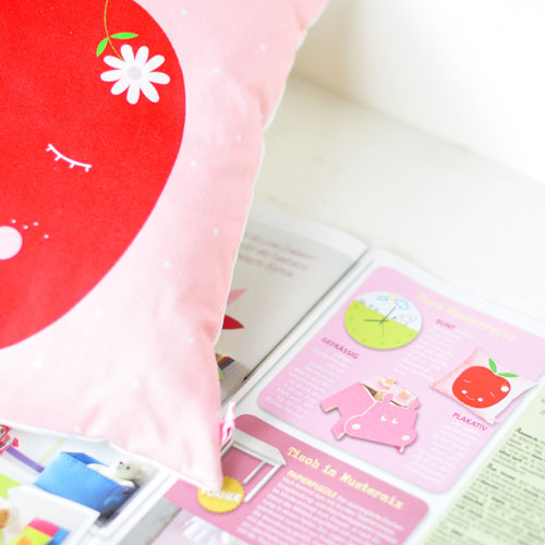 PinkNounou-apple-pillow-in-magazine