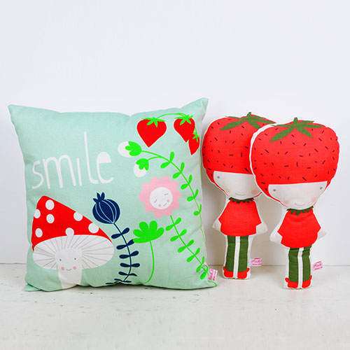 pillow and strawberry dolls by PinkNounou